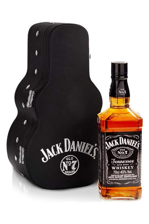 Jack Daniels Old No. 7 Tennessee Whiskey im Gitarrenkoffer